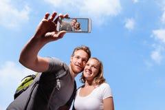 Selfie heureux de couples par le téléphone intelligent Photo libre de droits
