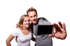Selfie heureux de couples par le téléphone intelligent Photos stock