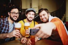 Selfie i bar royaltyfria foton
