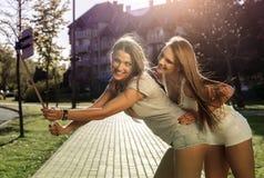 Selfie i gatan på sommar Royaltyfri Bild