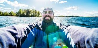 Selfie i sjön Fotografering för Bildbyråer
