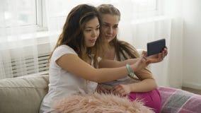 Selfie młodości stylu życia przyjaciół czasu wolnego dziewczyn fotografia Fotografia Stock