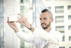 Selfie młody modnisia mężczyzna outdoors Obraz Royalty Free