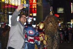 Selfie med Superheroes Fotografering för Bildbyråer