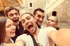 Selfie med vänner i Milan arkivbild