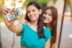 Selfie met een slimme telefoon Stock Foto's