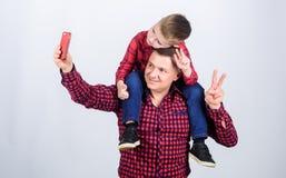 Selfie met papa Dit is dossier van EPS10-formaat Samen genietend van tijd r Gelukkige Familie samen royalty-vrije stock fotografie