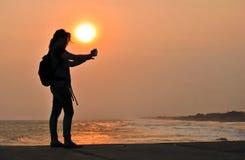 Selfie mit Sonnenuntergang Stockbilder