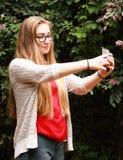 Selfie muchacha-que toma adolescente Fotografía de archivo