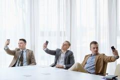 Selfie nałogu jaźni biznesowych mężczyzna narcyzmu fotografia fotografia royalty free