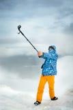 Selfie na montanha usando a câmera da ação Foto de Stock