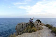 selfie na skale hiszpański wybrzeże zdjęcia royalty free