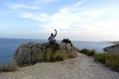 selfie na skale hiszpański wybrzeże zdjęcie stock