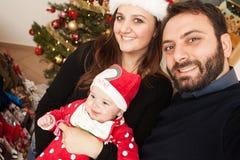 Selfie newborn ребёнка с его мамой и папой Стоковые Фотографии RF