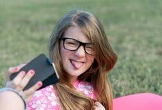 Selfie no parque Imagens de Stock Royalty Free