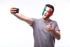 Selfie no telefone de fan de futebol italianos no apoio do jogo de equipas nacionais de Itália Fotografia de Stock