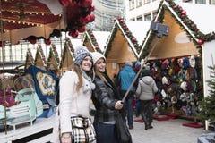 Selfie op Kerstmismarkt Stock Afbeeldingen