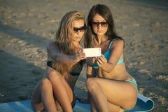 Selfie på stranden Fotografering för Bildbyråer