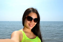Selfie på stranden Royaltyfri Foto