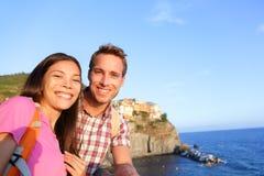 Selfie - par no amor em Cinque Terre, Itália fotografia de stock