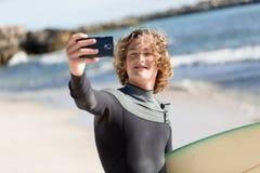 Selfie rapide avant grand ressac Images libres de droits