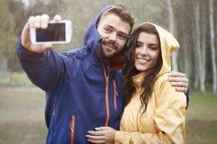 Selfie in regenachtige dag Stock Afbeelding