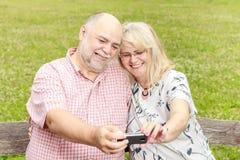 Selfie senior romantico delle coppie Fotografia Stock