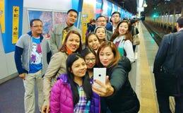 Selfie sköt i Tokyo drevstation Fotografering för Bildbyråer