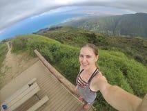 Selfie som fotvandrar Hawaii Royaltyfria Bilder