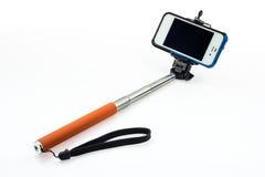 Selfie-Stock mit einer justierbaren Klammer auf einem weißen Hintergrund Stockbild