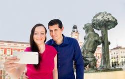 Selfie in Sun-Tor Madrid Lizenzfreie Stockfotos
