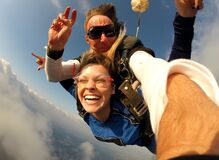 Free Selfie Tandem Skydiving With Pretty Woman Stock Photo - 189728350