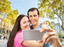 Selfie van paar in Barcelona royalty-vrije stock afbeeldingen
