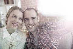 Selfie von zwei netten Freunden Stockfotografie