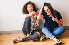 Selfies nella sessione dello studio Fotografie Stock Libere da Diritti