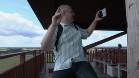 Selfies turísticos de la toma en torre de la visión almacen de metraje de vídeo
