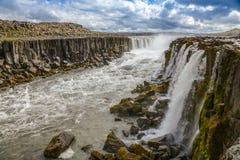 Selfoss vattenfall i nordliga Island Arkivfoto
