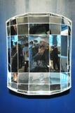 Selfportrait geométrico del ` s del fotógrafo en un diamant fotos de archivo