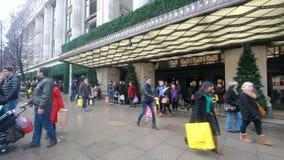 Selfridges на улице Оксфорда, Лондоне видеоматериал