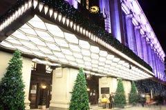 Selfridges på natten under julfestivitien Arkivbilder
