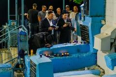 Selichot pénitent prient à la tombe d'ARI, Safed Tzfat images libres de droits