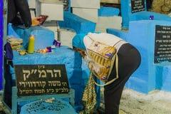 Selichot pénitent prient à la tombe d'ARI, Safed Tzfat photo libre de droits
