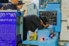 Selichot pénitent prient à la tombe d'ARI, Safed Tzfat photos stock
