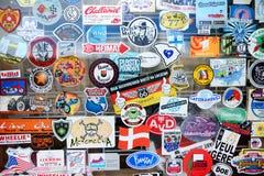 SELIGMAN, ΑΡΙΖΟΝΑ, ΗΠΑ - 1 ΜΑΐΟΥ 2016: Το ζωηρόχρωμο αναδρομικό U S Διαδρομή 66 διακοσμήσεις στην ιστορική περιοχή Seligman Στοκ εικόνα με δικαίωμα ελεύθερης χρήσης
