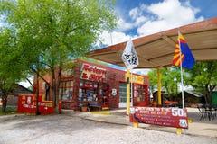 SELIGMAN, ARIZONA, DE V.S. - 1 MEI, 2016: Kleurrijk retro U S Route 66 -decoratie in het Historische District van Seligman Royalty-vrije Stock Fotografie