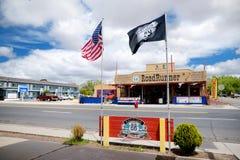 SELIGMAN, ARIZONA, ETATS-UNIS - 1ER MAI 2016 : Rétro U coloré S Décorations de Route 66 dans le secteur historique de Seligman Images libres de droits
