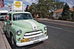 SELIGMAN, ARIZONA/USA - 31 ΙΟΥΛΊΟΥ: Φορτηγό parkerd σε Seligman Ari Στοκ Εικόνα