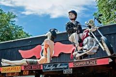 SELIGMAN, ARIZONA/USA - 31 JULI: Ledenpoppen op een dak in Seligm Stock Foto's