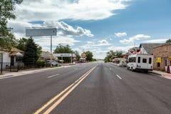 SELIGMAN ARIZONA/USA - JULI 31: Route 66 i den Seligman Arizona nollan Arkivfoton