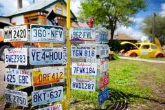 SELIGMAN, ARIZONA, usa - MAJ 1, 2016: Kolorowy retro U S Trasy 66 dekoracje w Seligman Historycznym okręgu Fotografia Stock
